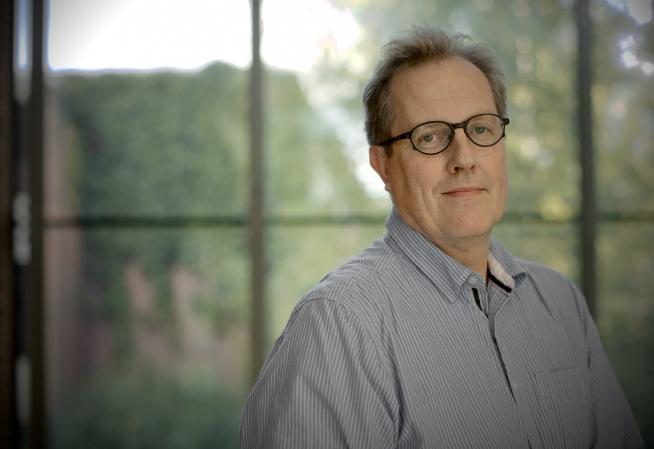 Vuoden professori 2018 Karl-Erik Michelsen puhuu Karjalaisten kesäjuhlien päiväjuhlassa.
