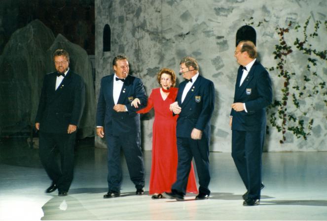 Karjalaiset kesäjuhlat Helsingissä 2000.