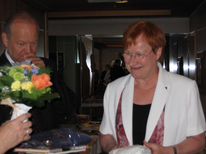 Presidentti Tarja Halonen puhui Karjalaisilla kesäjuhlilla Lahdessa 2005.