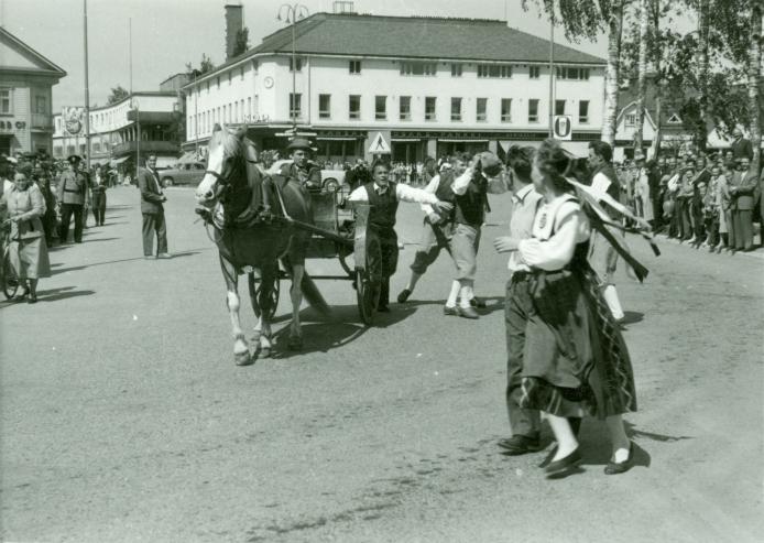 Kesäkisojen ohjelmaa 1950-luvulla.